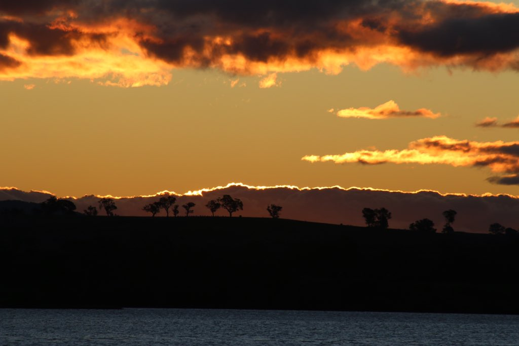 Another night, another #Canberra #sunset.pic.twitter.com/tV1bD7orpn