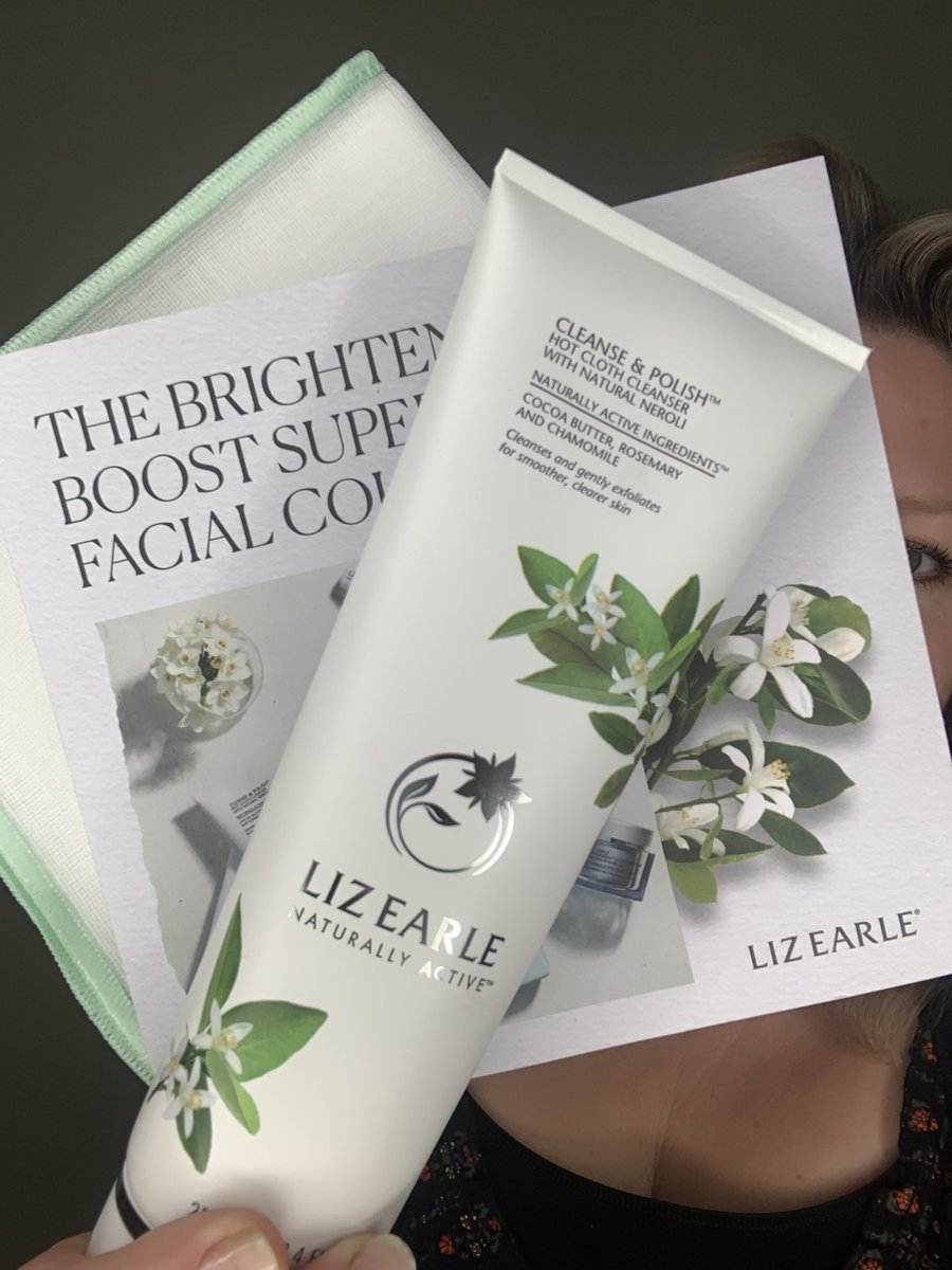 It's available now for earlybird @qvcuk shoppers: our @lizearle May Superskin TSV: 250ml C&P with Natural Neroli, Instant Boost, Superskin Moisturiser (choice) & our new Eye Cream • Under £50 all in, easypay & auto-delivery. Click here for more: https://t.co/l0WIZuIdq5 https://t.co/ZUuWJq2R2z