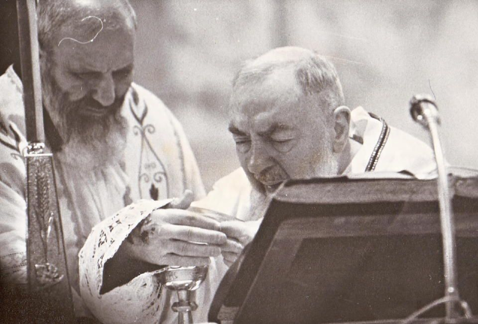 Happy birthday to Saint #PadrePio   He was born on the 25th of May 1887 in #Italy pic.twitter.com/ouUhItmFi3