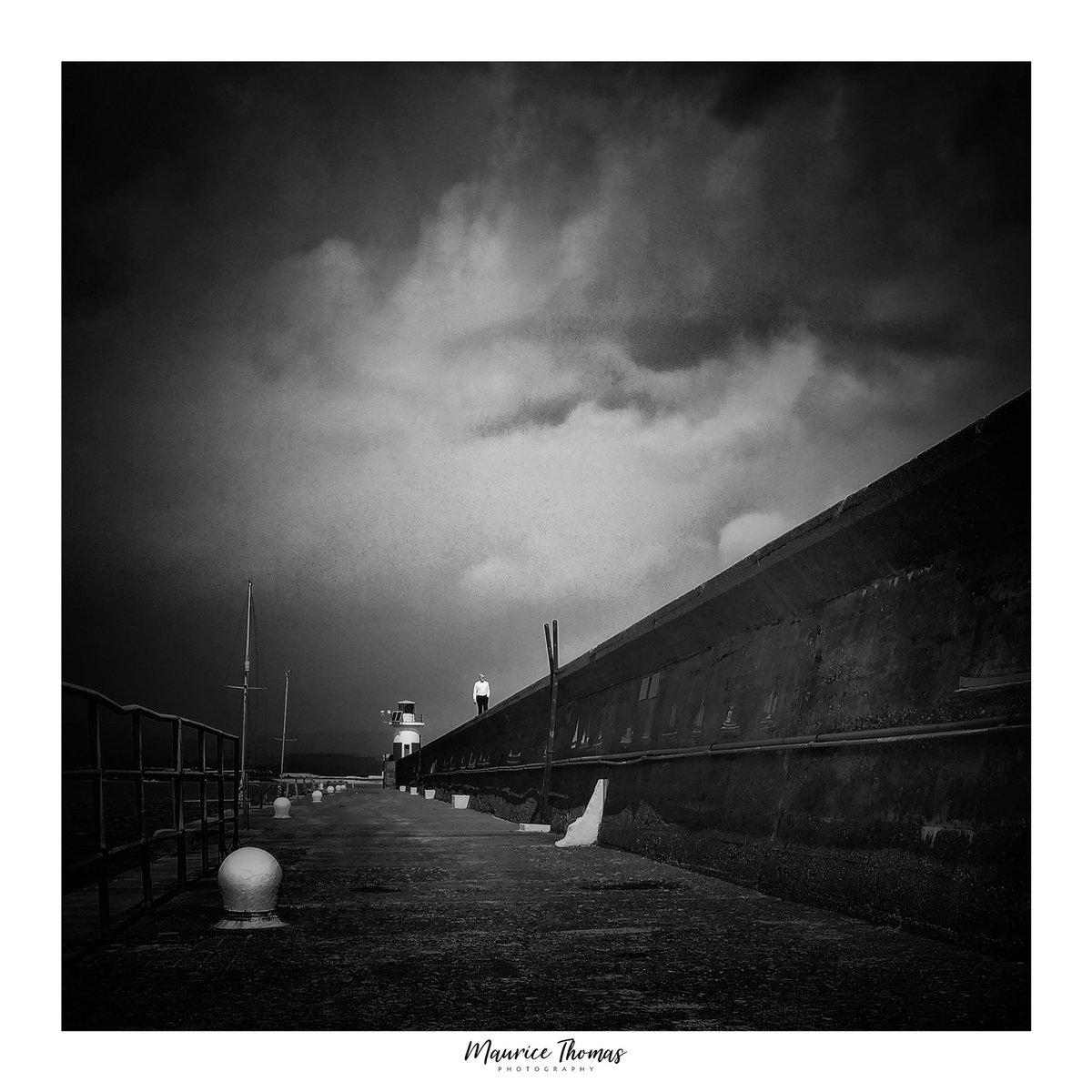 Wicklow Lighthouse, Ireland  #coastalireland #wicklowtownteam #coastalphotography #picoftheday #irishlandscape #stormhour #irishlandscapephotography #landscapephotography #irelandsancienteast #wicklowoutdoors #irishphotos #irishcoasts #travelireland #irelanddaily #mywicklowpic.twitter.com/rf8r4PT0b9