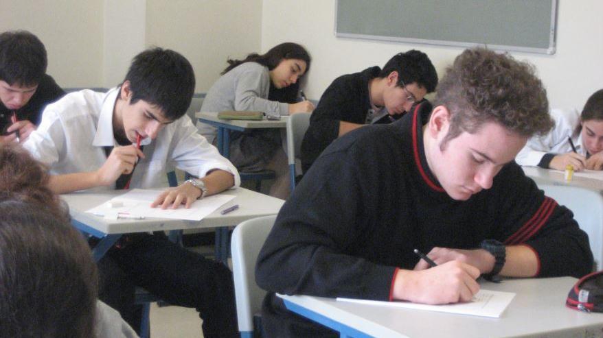 Students face exam delays over Shavuot clash thejc.com/community/comm…