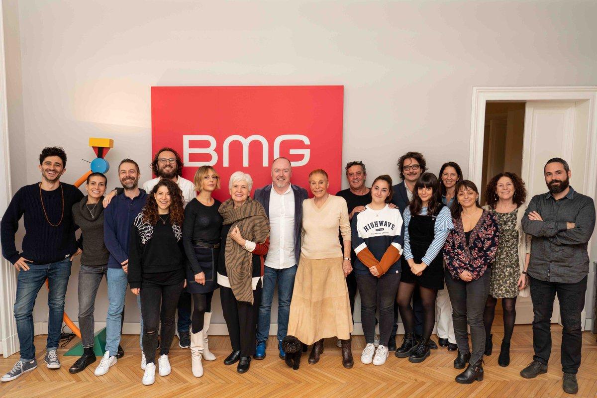 Ho una bella notizia da darvi e finalmente posso dirlo : ho firmato con BMG per un album di inediti. Ha uno staff di persone molto giovani e vitali e mi piacciono molto. A presto! @OrnellaVanonipic.twitter.com/u3UQaAMPZw