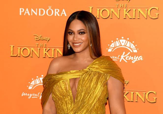 A thread of Beyoncé but she gets older as you scroll https://t.co/KX6JSdcCda
