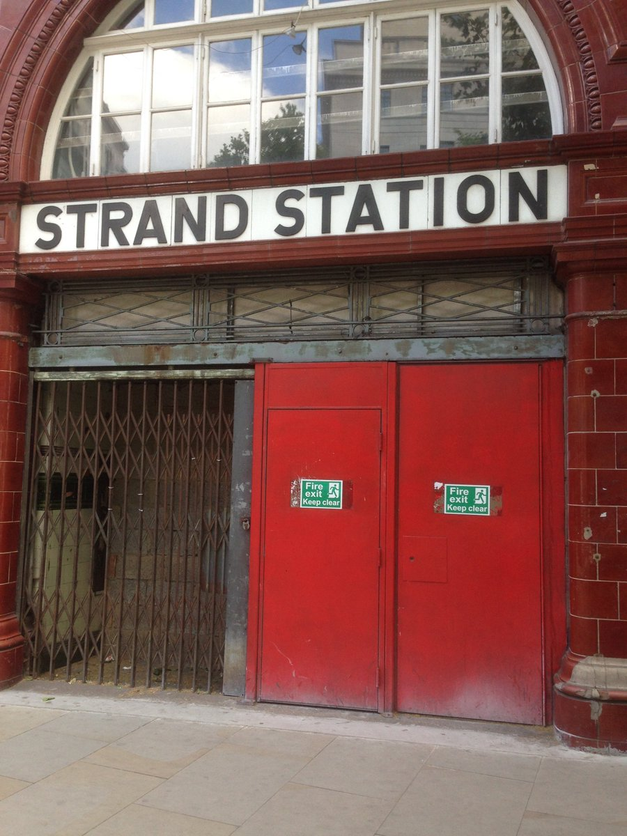 Did you know all over London there are abandoned tube stations? One of those is Aldwych, which opened as Strand Station in 1907 and was renamed Aldwych in 1915. A terminus of the short Piccadilly Line branch from Holborn, it closed in 1994. Have you seen any ghost tube stations? pic.twitter.com/y83fvttMwb