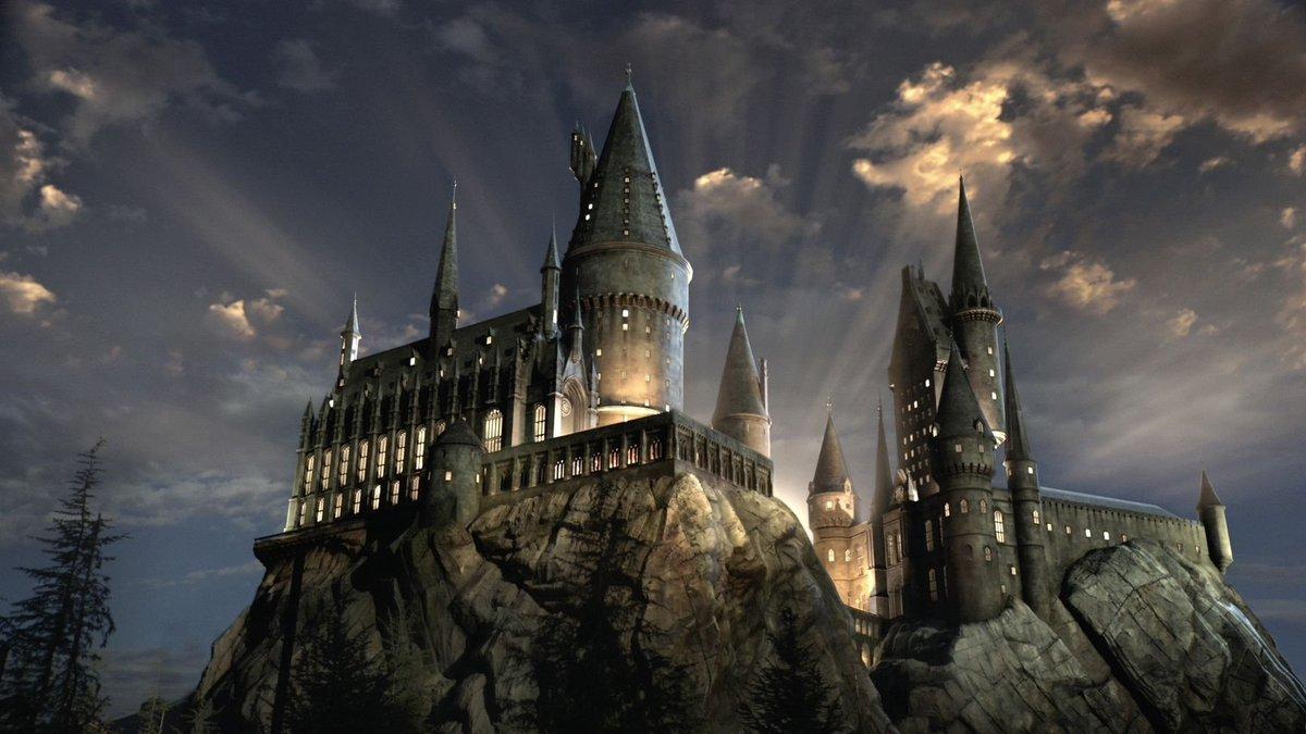 Hogwarts Castle aesthetic tweet: #HarryPotter pic.twitter.com/TCM6BoV6FY