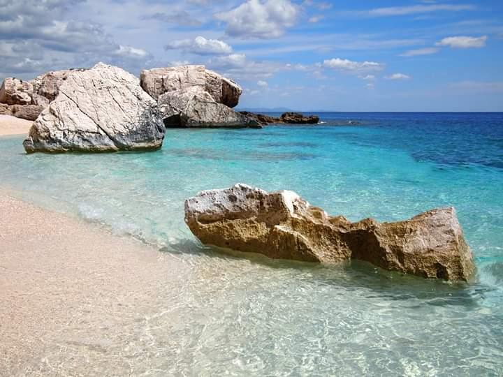 """Per la serie """"Possiamo viaggiare anche restando a casa"""" oggi vi proponiamo il Golfo di Orosei, in provincia di #Nuoro :D #Fisogni #Italia #fermiamoloinsieme #laculturanonsiferma #iorestoacasa #vacanziamoinitaliapic.twitter.com/DbeV1f8OTt"""