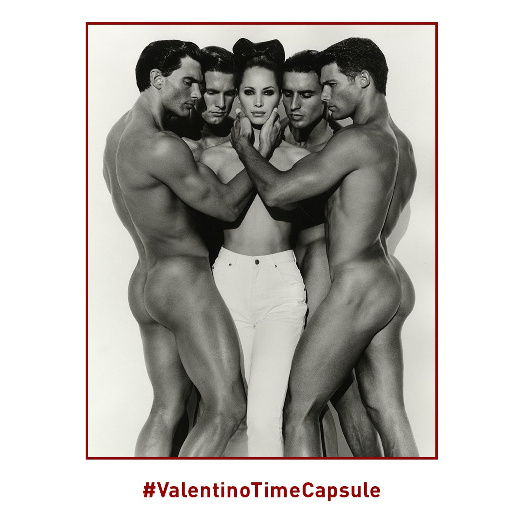 ⁣1995 ⠀ #ValentinoTimeCapsule For the Valentino Jeans campaign, Herb Ritts photographed model @CTurlington in white denim, posed among four nude male models. The photograph, quickly became iconic both for the Maison and for Turlington herself. <br>http://pic.twitter.com/Q3pw9brrWI