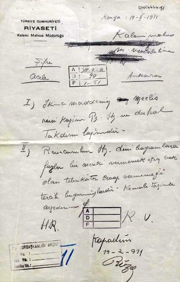 """Atatürk'ün 19 Şubat 1931'deki bilinmeyen bir kararı:""""Gönderilen bayram tebriklerine artık cevap vermeyeceğim!"""" Hasan Rıza Soyak'ın Atatürk'ün dinî bayramlar ve bayram tebrikleri hakkındaki kararını Çankaya Köşkü'ne bildirdiği şifreli telgraf (Cumhurbaşkanlığı Arşivi, 04016646-51) pic.twitter.com/nwK87V7Sex"""