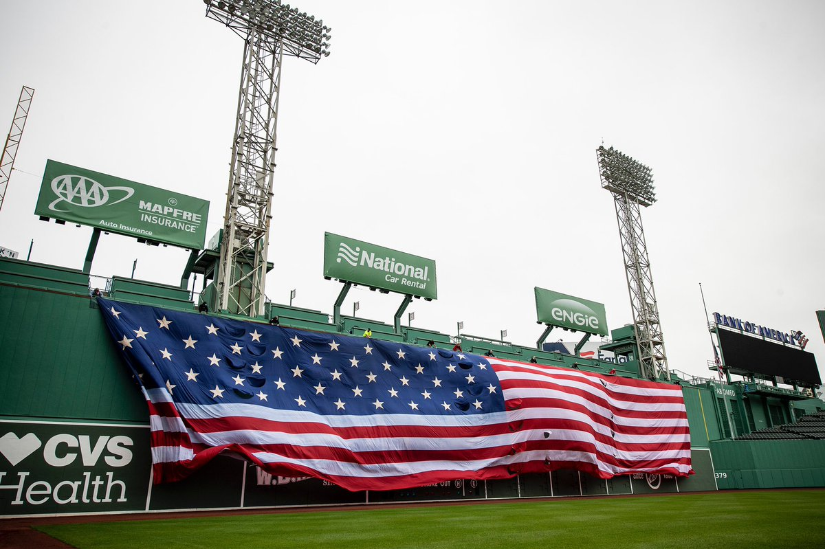 This #MemorialDay we dropped the flag in an empty Fenway, paying tribute to those who lost their lives while serving our country. 🇺🇸 https://t.co/U7XoWNncFb