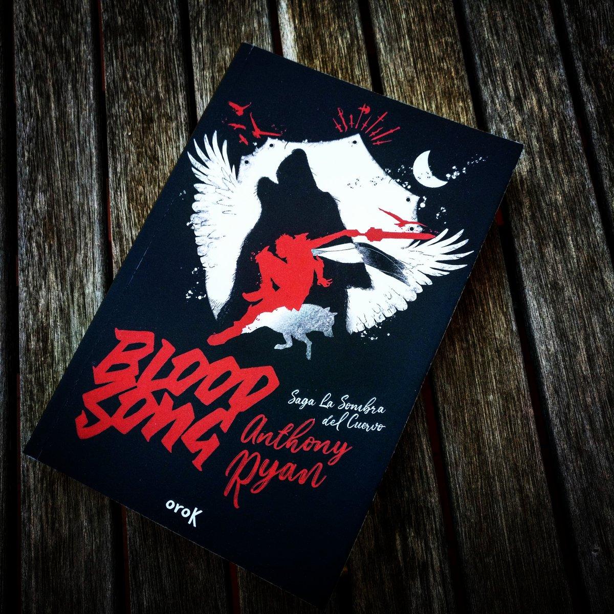 Arrancan las novedades de la semana con #BloodSong de Anthony Ryan, y que marca el debut de @orokeditorial en nuestras estanterías. ¿Quién es Vaelin al Sorna y porqué le espera un duelo a muerte? 👉bit.ly/2WYAFLF #libros #books #fantasía #lasombradelcuervo