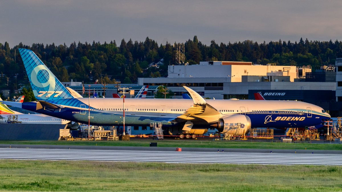 """WH002 """"N779XX"""" is getting some rest at BFI   don't you think she looks more beautiful  in Golden hour? Photo by: Guillaume Bras  #777X #b777xlovers #boeing pic.twitter.com/DP3lL4dUqJ"""