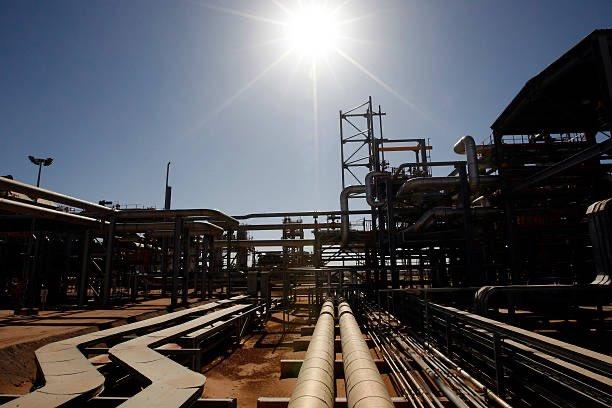 "Algerian oil giant ""sonatrach"" announces gradual resumption of activities under COVID-19.  #Algeria #Algerie #الجزائر #سوناطراك #SonatracH #Oil #oilandgas #Opec #Opep<br>http://pic.twitter.com/0YMggatfWi"