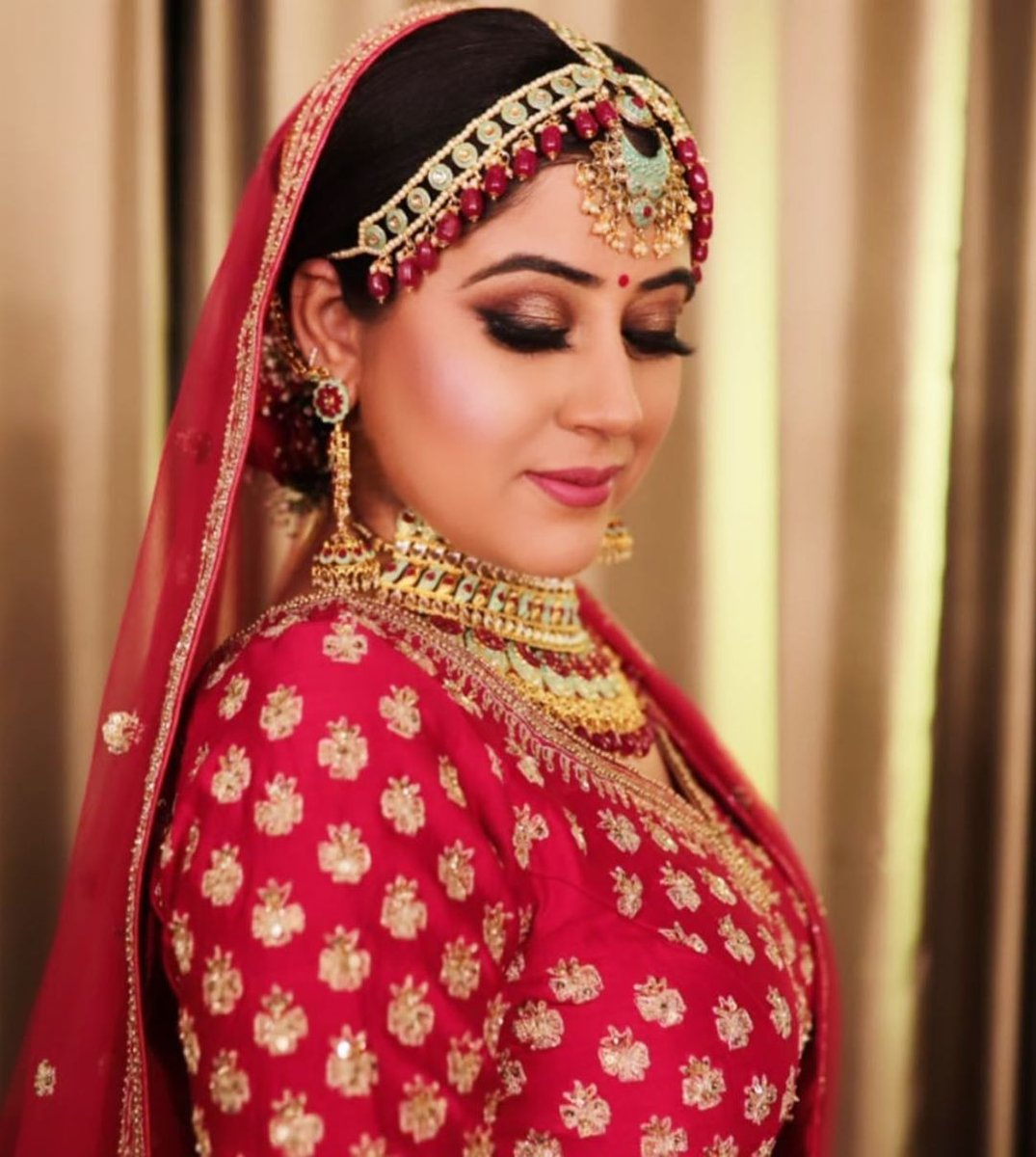 Beautiful inside out!  http://www.sohnijuneja.com  #makeupbysohnij #mua #makeupartist #makeup #bride #weddingmakeup #bridalmakeup #bridallook #bridalmua #weddingmua #beautifulbride #gorgeousbride #bride2020 #bridetobe #indianbride #weddingmua #brideoftheday #popxowedding #shaadisaga pic.twitter.com/60YMeFnQpD