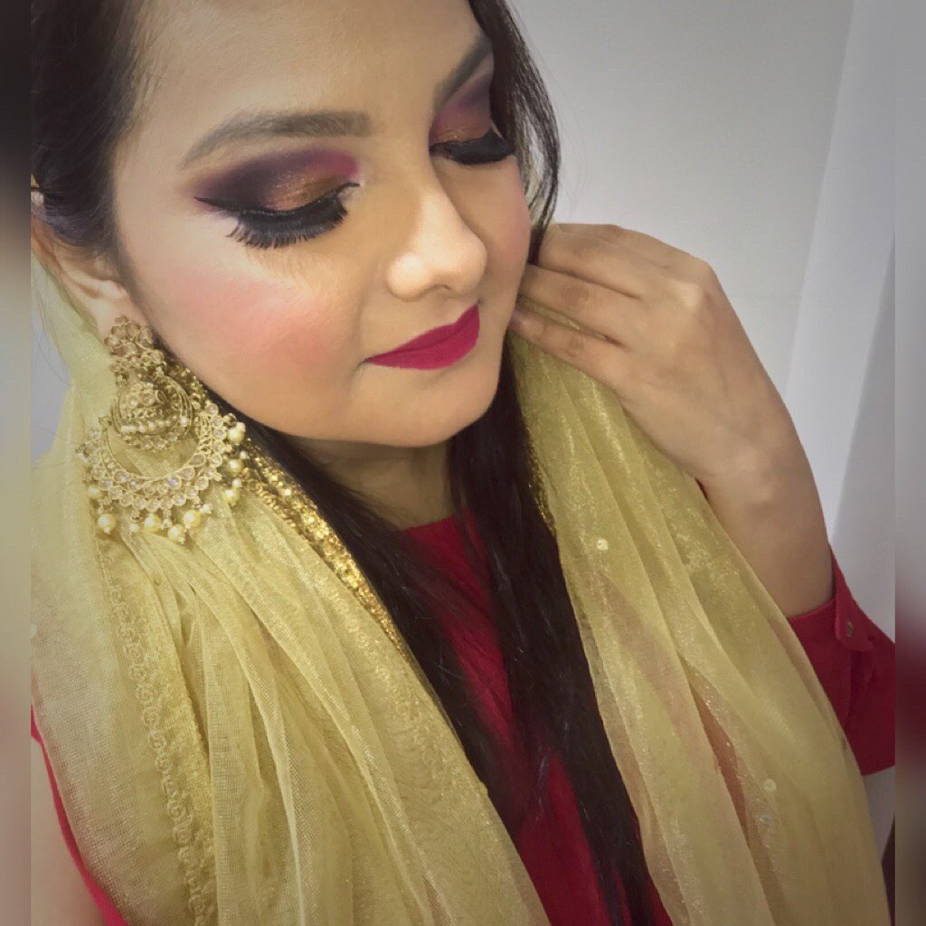 Eid Mubarak to you and your family.  . . #stylesprinklers #EidMubarak #eidmubarak2020 #eidoutfit #eidmakeup #eidmakeuplook #stayhome #makeup #makeuplooks #makeupideas #makeuponpoint #makeupbyme #mumbaiblogger #indianblogger #makeupinspo pic.twitter.com/zLqDXa7wET