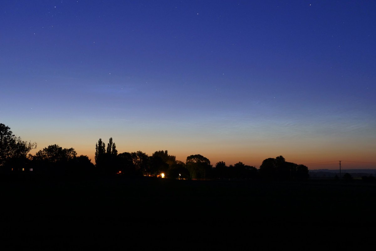 Morning display of faint #NLC. 25/06/2020 A night and a morning display this early. Hope its a good sign for an excellent season? @NLCalerts @NightLights_AM @chunder10 @LividLFC @saloplarus @andy_stones @dmaluk1 @jonokimber @simon_weather @Teresacooperpic.twitter.com/BadUcSi1FV