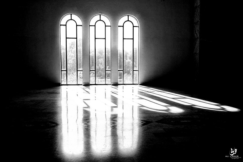 Light beams By Laskri #blackandwhitephotography #Monochrome pic.twitter.com/PciFDBiNEH