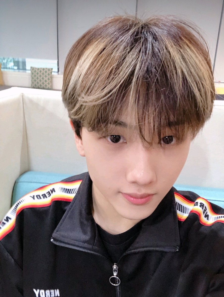 200524 Dear U bubble lysn chat update, then put this photo up as a background profile lysn, after doing V live with Jeno hyung and Jaemin hyung #selca #JISUNG #지성 #박지성  #NCT #NCTDREAMpic.twitter.com/zJbKBCH7DM