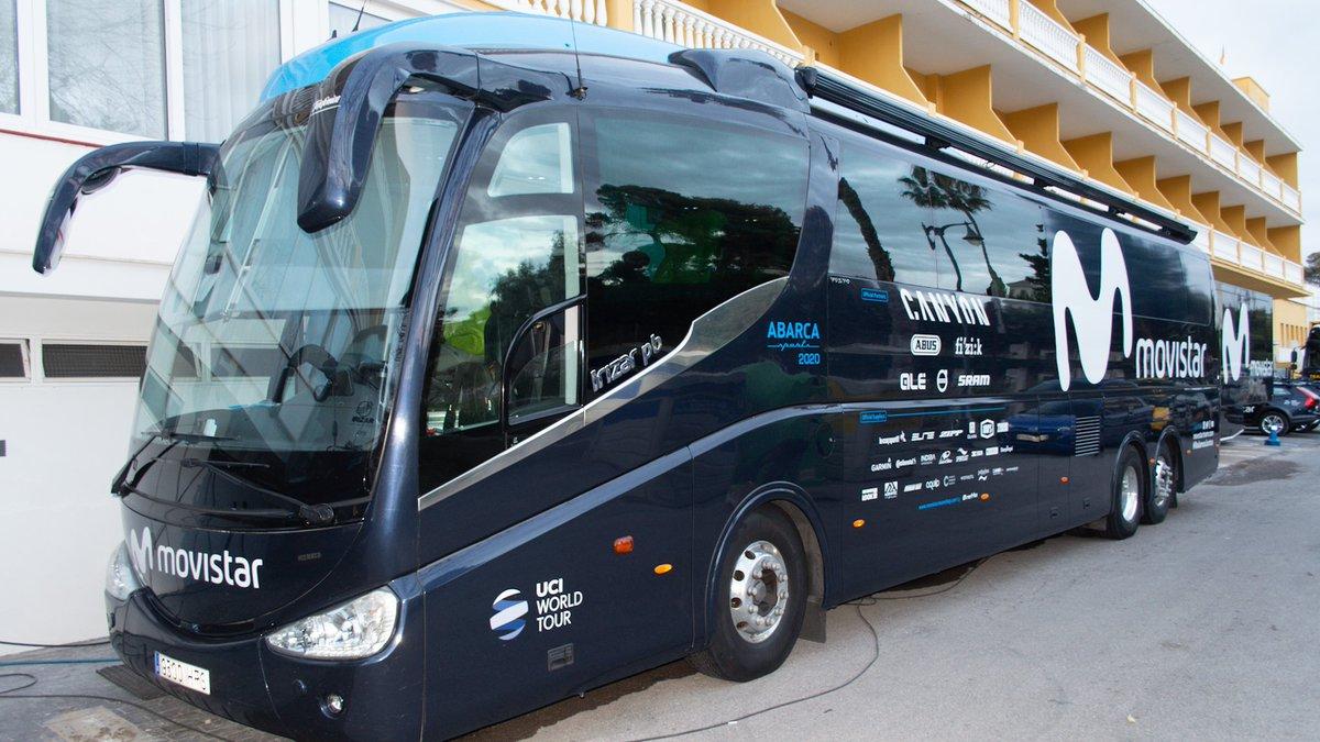 🚌Ⓜ️ ¿Os apetece echar un vistazo a nuestro autobús? @PatxiVila se ha pasado por los vehículos en nuestra sede de Pamplona y os trae, en dos minutos, un repaso a cómo es por dentro #SeguimosConectados   📹 A look at our 2020 Movistar Team bus → https://t.co/dT02IMRxwi https://t.co/3MVmg0aLYx