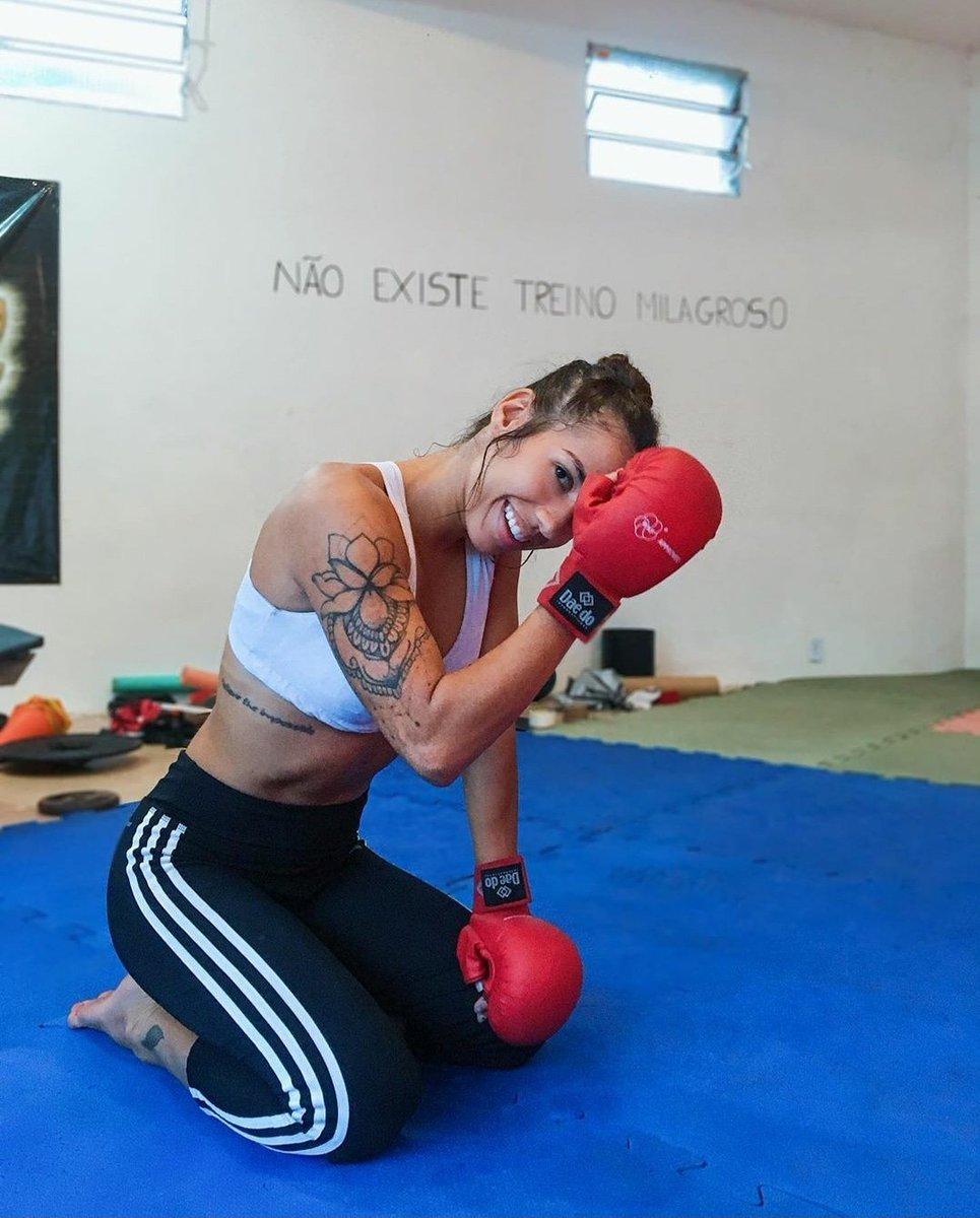 @clausaguiar  . . . #mma #bjj #sambo #muaythai #boxing #kickboxing #judo #wrestling #selfdefense #mma #mmafighter #womensmma #wmma #mmagirls #mixedmartialarts #beauty #strength #honor #respect #badassbeauty #ladies #divas #hottie #bombshell #body #combatconfidential https://t.co/5QFThmWKqP