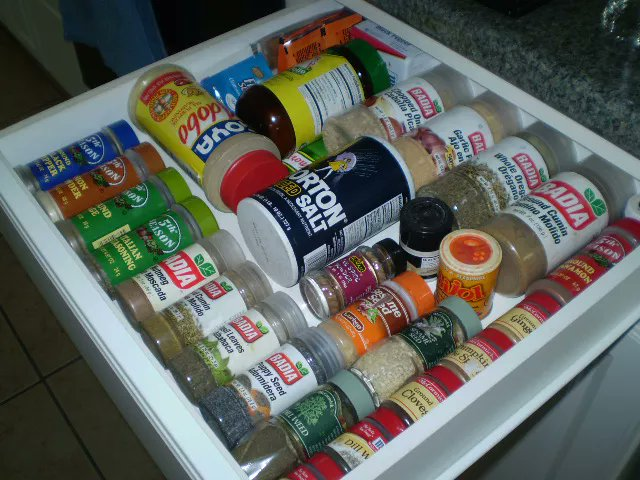 Converting a junk drawer into a spice rack is a good way to make the most of #storage space in a small #kitchen.  http://cpix.me/a/97991356 pic.twitter.com/HX9vnikVDE