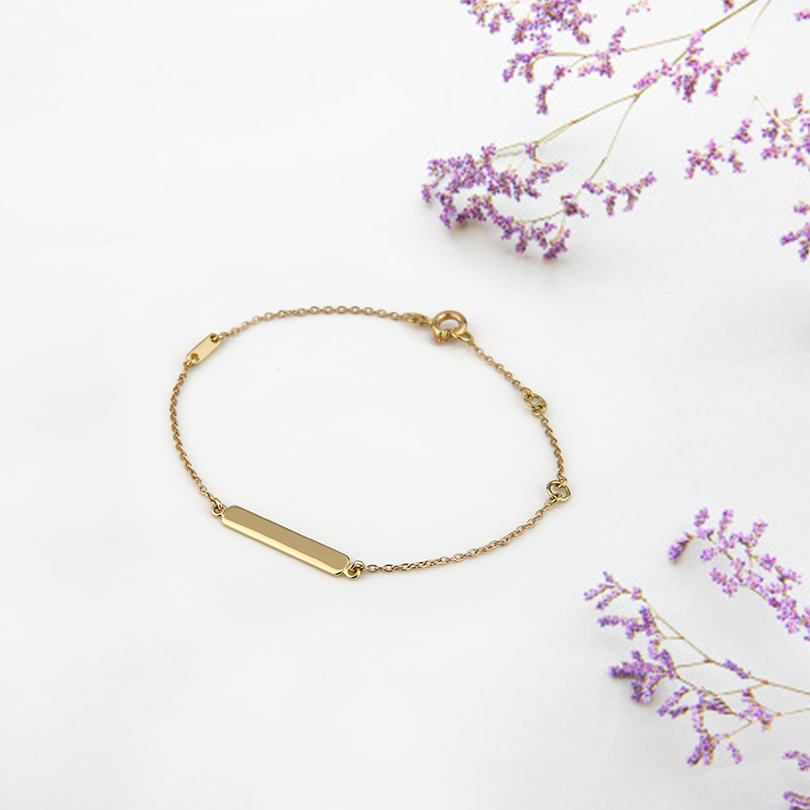 The yellow gold engraving bracelet is a classic baptism gift. Recording offer. Available at   #leitaoeirmao #leitaoirmao #luxury #luxurybrand  #jewelry #madeinportugal #fashion #design #portugal #lisbon #jewelrygifts   #bracelet  #yellowgold #christening