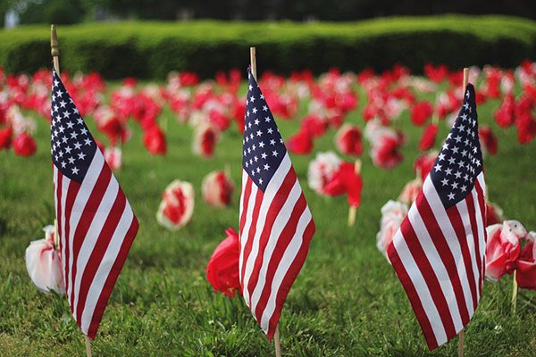 Today we honor and remember all the brave men and women who gave the ultimate sacrifice.   Thank you to those who gave their lives, and to all of those fighting today. 🇺🇸 #MemorialDay https://t.co/vrzRYPZHSm