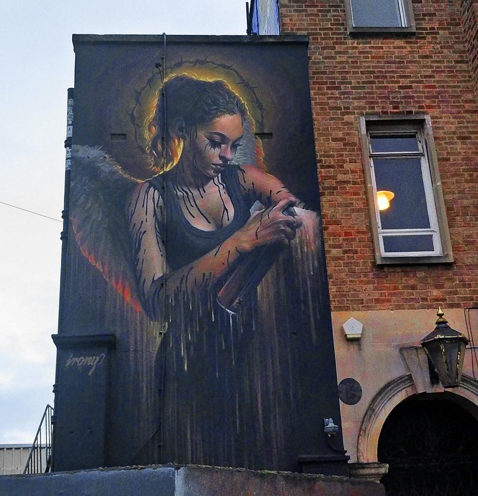 "#streetart #mural #urbanart ""Dark Angel"" By Irony in Bristol, UK.pic.twitter.com/EOAHkh3Cww"