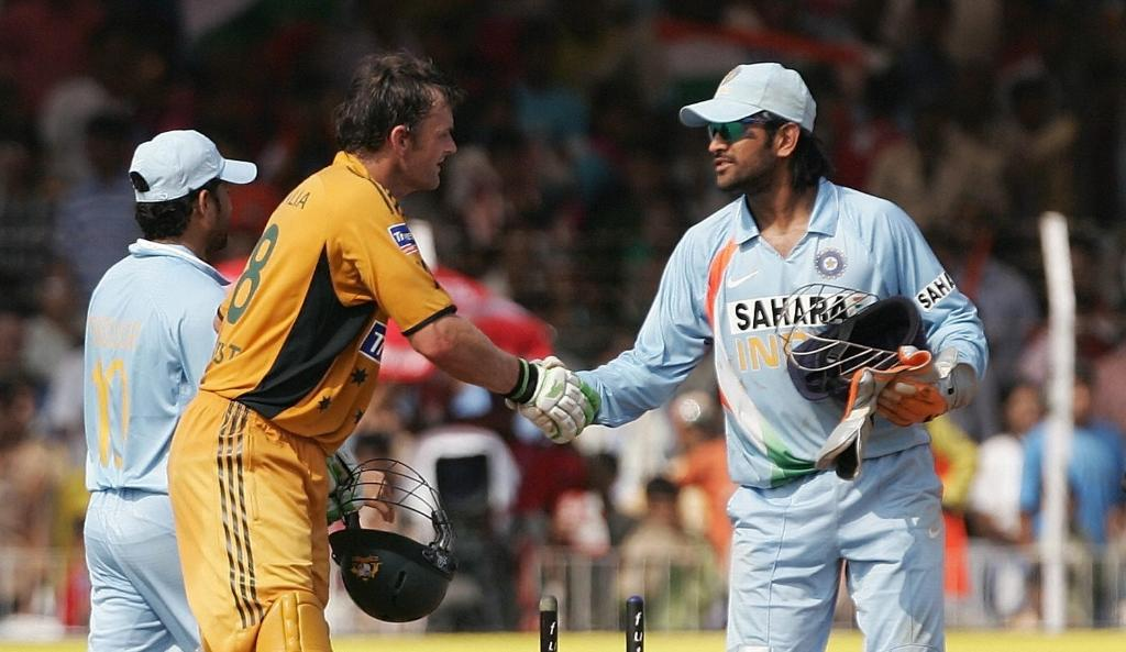 Two legendary wicketkeeper batsman in one frame.  #cricketlove #cricketfever <br>http://pic.twitter.com/iYDZ5aqhoM