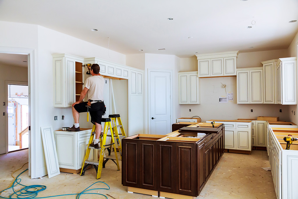See how various degrees of a #kitchen renovation increase #homevalue.  http://cpix.me/a/97981704 pic.twitter.com/m8QJjULwuV