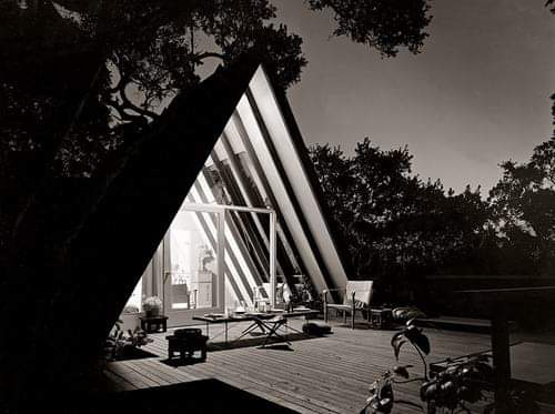 Leisure House, Mill Valley, California. 1953  from the book A-frame by Chad Randl #architecture #arquitectura #interior #Randl http://www.papress.com/html/book.details.page.tpl?isbn=9781568984100…pic.twitter.com/JXksHbHsLG