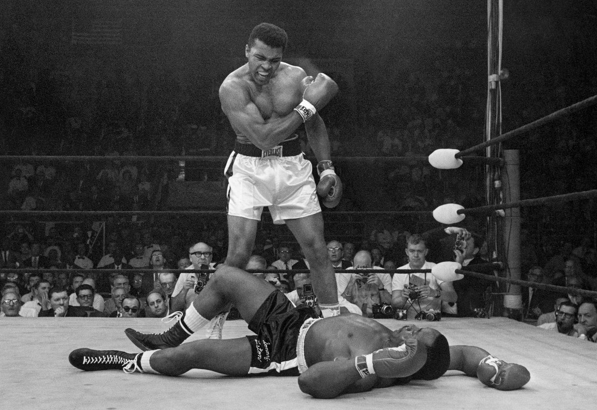 """Get up and fight, sucker!""  One of the most iconic moments in sports history.  55 years ago today.  🐐 https://t.co/AxFO0tKEd1"