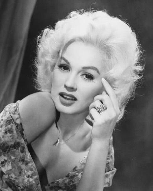 https://soo.nr/NuP3  #mamievandoren circa 1955 #classichollywood #oldhollywood #classichollywoodactress #retrostyle #oldhollywoodactress #vintagestyle #oldhollywoodglamour #glamourgirls #classichollywoodglamour #icons #oldhollywoodstars #legends #classichollywoodfilmstarspic.twitter.com/xOkzSYO8St