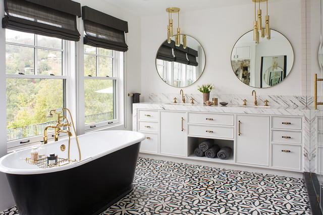 From traditional to modern, black and white is a great color choice for a bathroom. #deco #dreamhome  http://cpix.me/a/97941729pic.twitter.com/4i1I6CQ1RY