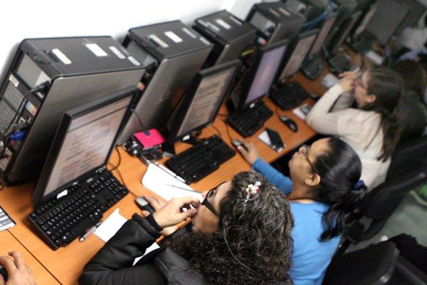 El curso de especialización de Gestión de Telecomunicaciones dirigido a los docentes tiene una duración de 100 horas académicas, y tiene como objetivo que los participantes aprendan a gestionar procesos de formación a distancia. 📡👉 bit.ly/2XcihOg