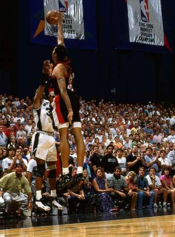 #MemorialDayMiracle by @seanelliott_32 and man @JeffGSpursZone from this angle how did Sheed not get a piece of it #GoSpursGo https://t.co/ZtfzqY2Bun