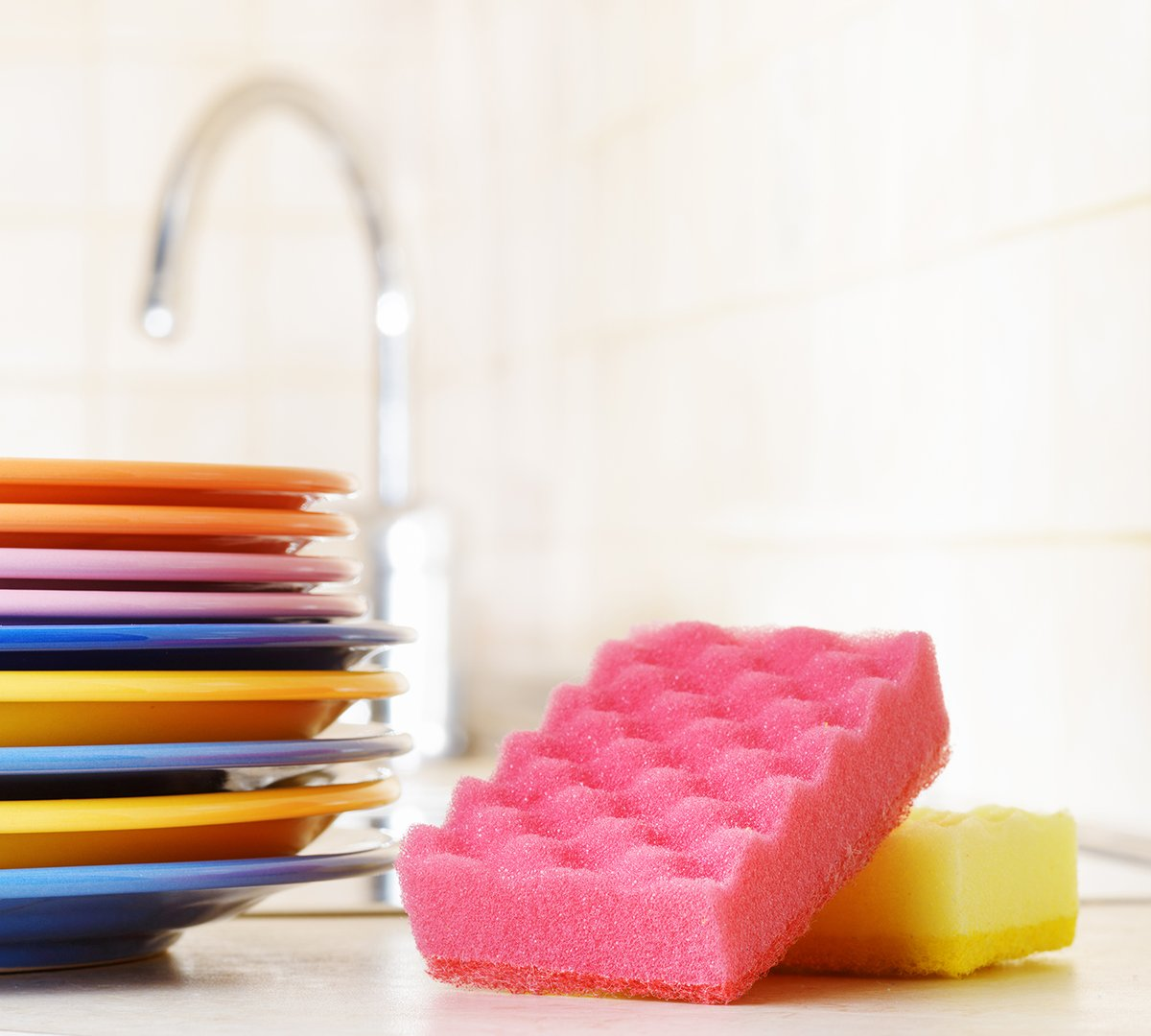 Here's how to use a microwave to disinfect a #kitchen sponge. #cleaninghacks  http://cpix.me/a/97934062pic.twitter.com/Ylsf5CRg4u