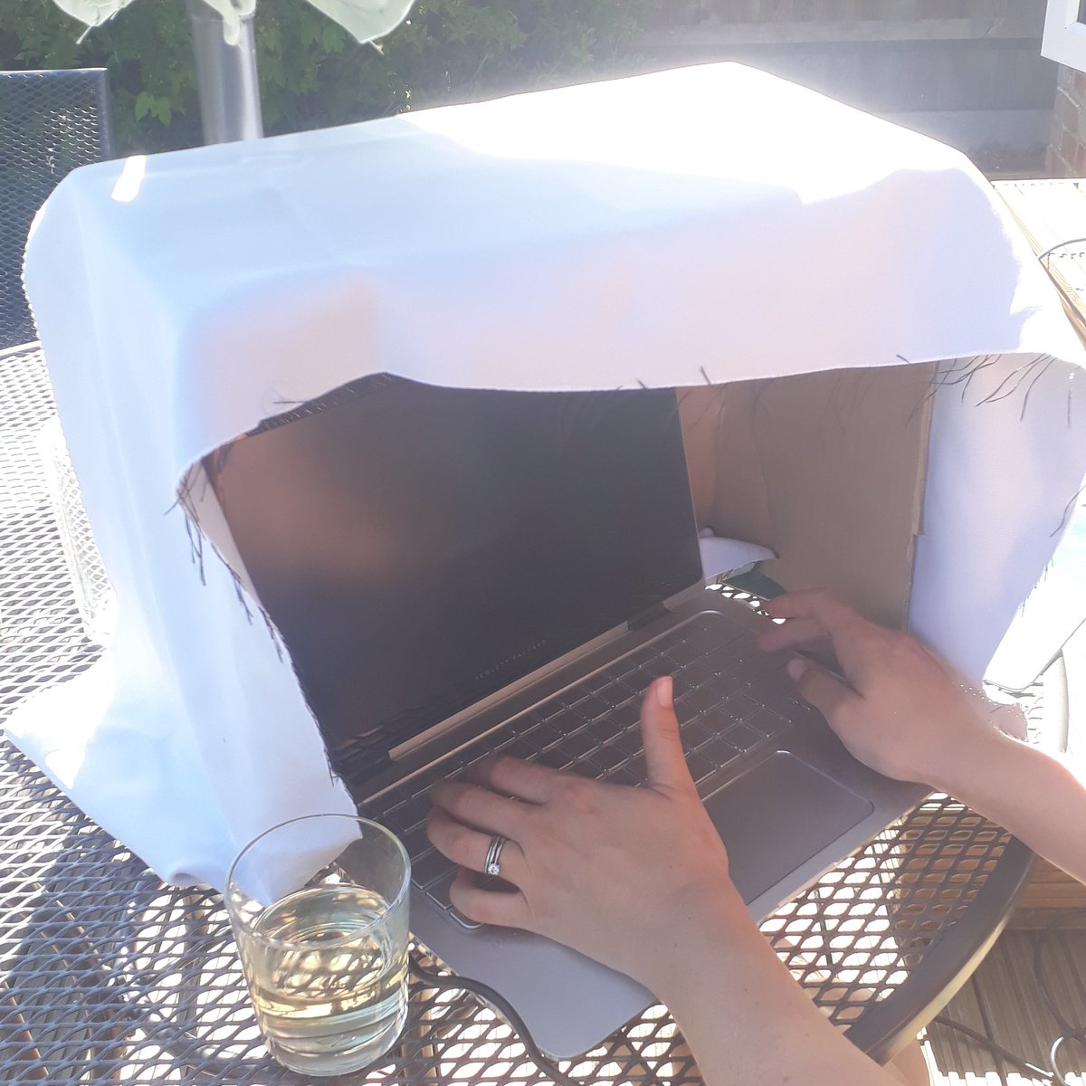 Sunny bank holiday but #PhD work to do and a proposal to write. DIY laptop sun shade the solution. Lockdown is turning me into a #crafting pro  pic.twitter.com/t7oc6EVANQ