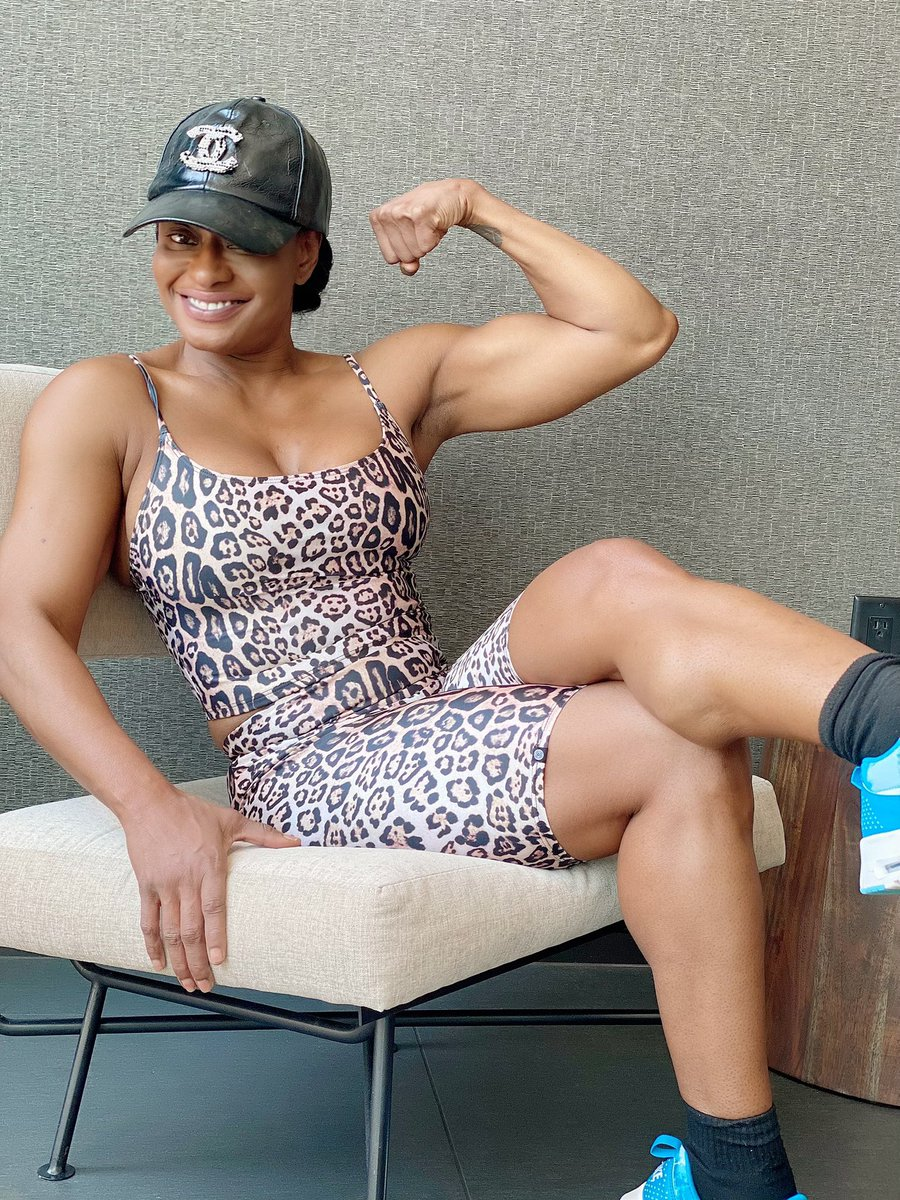 Rebuilding my Beef Cakes !!  #FitnessModel #fitness #gymgirl #biceps #ebonyfit #musclefetish #MemorialDay2020 #kelliprovocateur #dominatrix pic.twitter.com/qiz3oBcDe8
