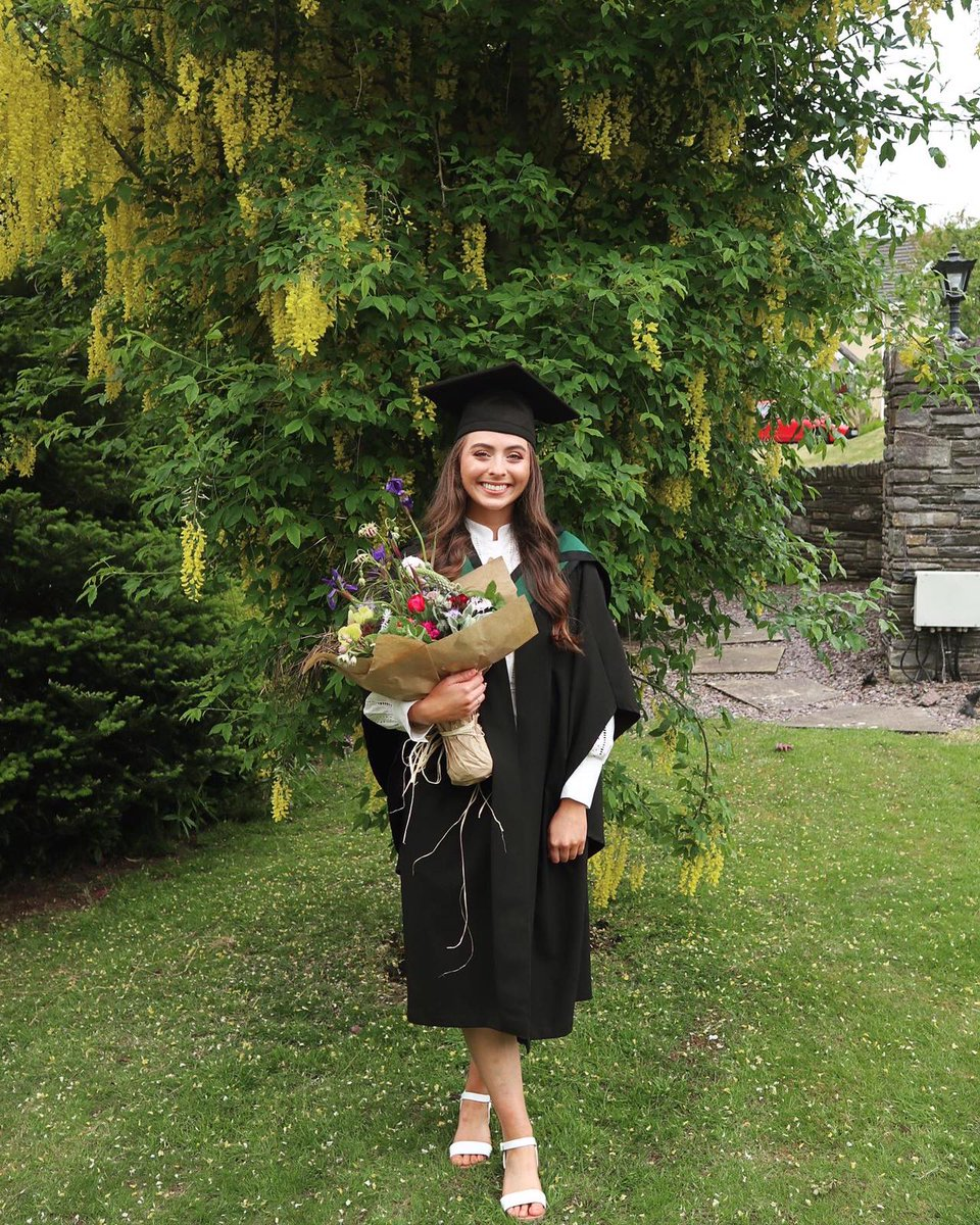 @JulieRegan_ @ClinSpeechTCD So proud of my wonderful neice @EmmaGillivan who graduated from @ClinSpeechTCD today. Delighted to have her joining #SLT profession. Congratulations Emma.