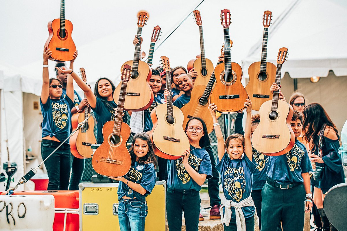 Missing our Crestwood Elementary crew a little extra this #MissionMonday 🧡🎸 #recycledtunes https://t.co/FkhYX7XYlA