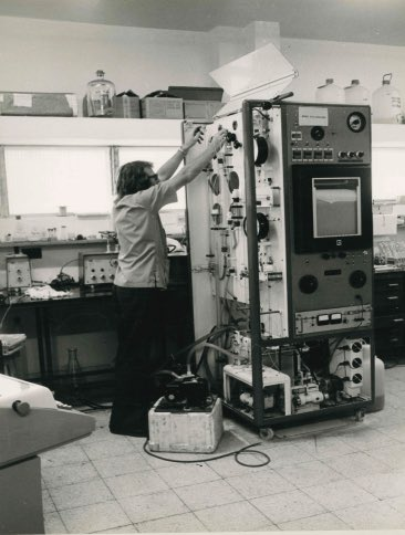 Next time you are annoyed about amino acid analysis on a mass spec, remember how it used to be. Peter Reeds at the TMRU circa 1972 #nutrition pic.twitter.com/NcjzWMBzP8