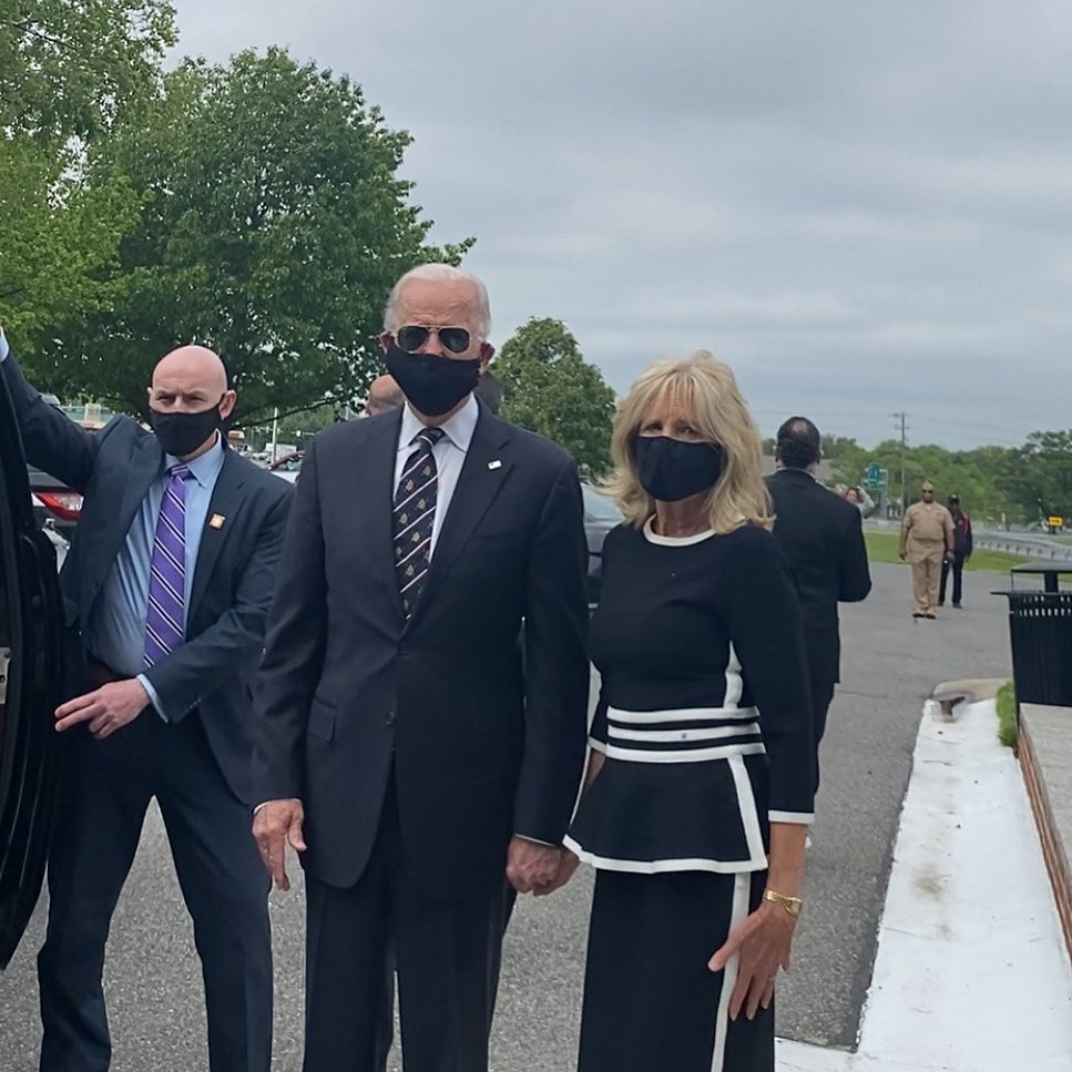 Unlike President Trump, who has actively avoided being photographed in a mask, VP Biden (and Dr. Biden) wore a mask the whole time he was in public today. bloomberg.com/news/articles/…