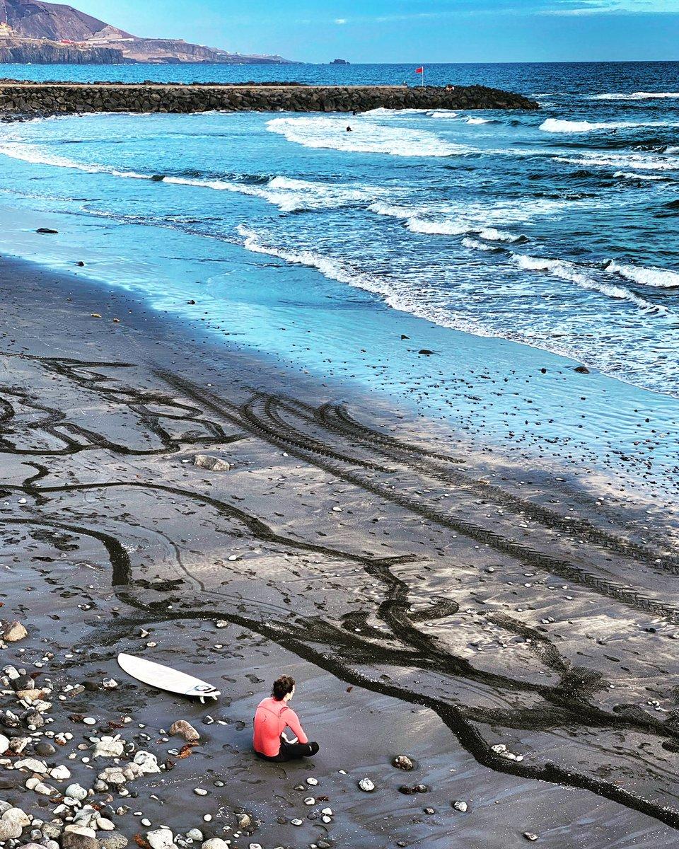 Un descansito  #surf #yaquedamenos💪  #LasCanterasLifestyle #ViveLasCanteras @canarias_es @EmocionesCan https://t.co/UvhhnFRjrP