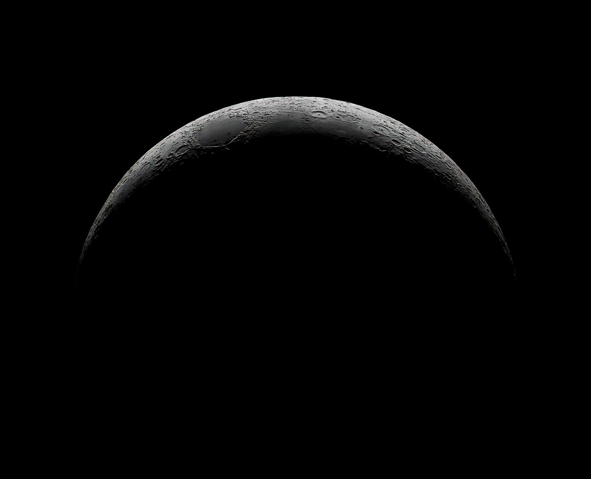 The 8.9% #crescent #Moon tonight. Only managed to get 7x3s images before clouds ruined the show. imaged through a MN190 and @AtikCameras #383L+ mono with a 1.5% ND filter and a H-Alpha filter to cut down atmospheric turbulence. #lancashire #astrophotography #thephotohour #astropic.twitter.com/IhplEcC0DM