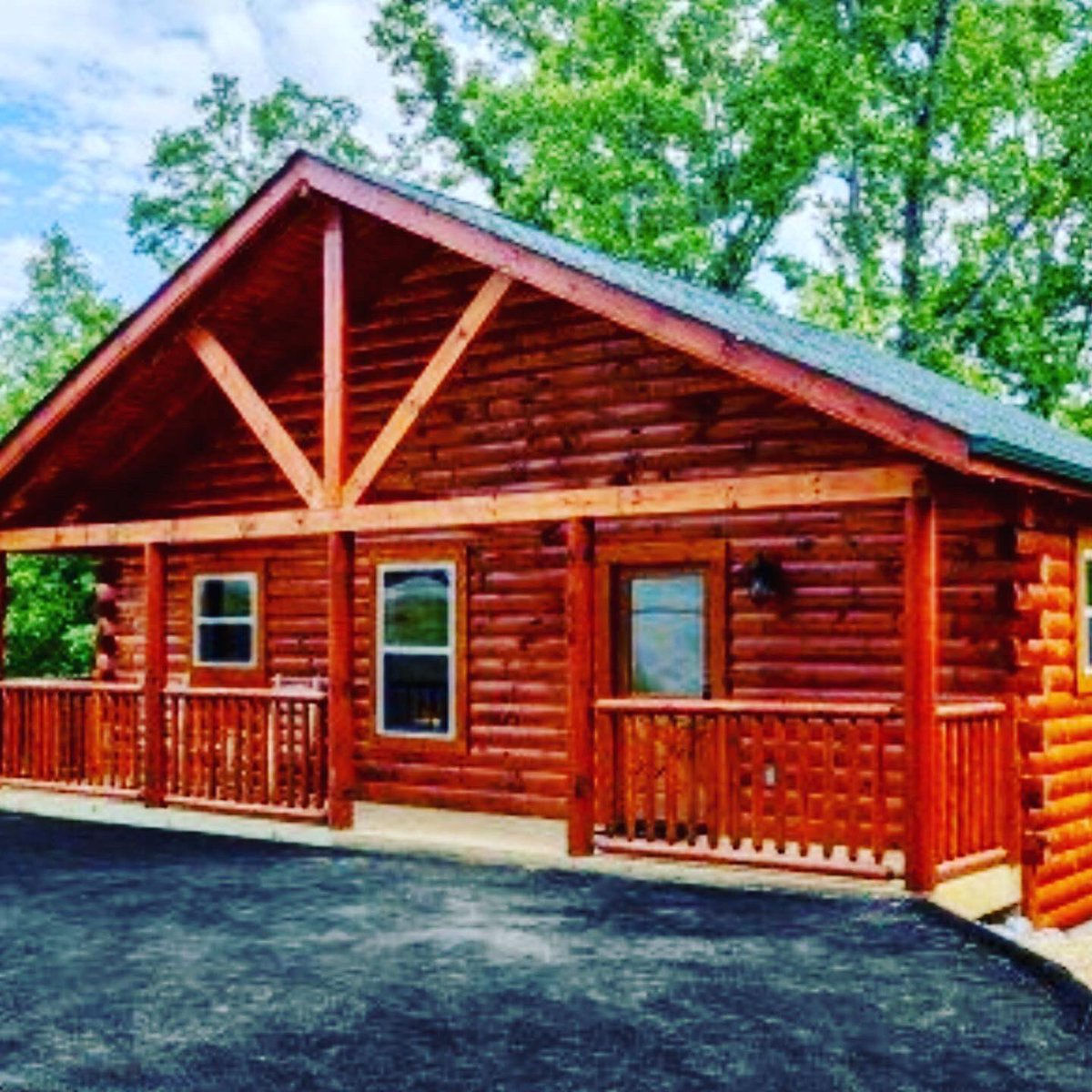 """We are """"Mountain Life"""".  Come stay with us and enjoy the beautiful Smoky Mountains and all its wonderful attractions!  Visit http://patriotgetaways.com/cabins/in-pigeon-forge/mountain-life.html… and check out special deals and reserve now!  #tennessee #cabinfever #gatlinburg #pigeonforge #patriotgetaways #smokymountainspic.twitter.com/IcBkyebtFh"""