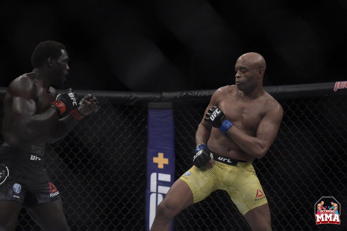 Solo tienes que mirar sus peleas con Forrest Griffin o Vitor Belfort para saber por qué @SpiderAnderson tiene la mejor defensa de ataque en #MMA. Con un simple paso o dos hacia atrás, puede evitar cualquier golpe que se le arroje y contraatacar con un golpe de nocaut. 🔥 https://t.co/A06AFSD6pv
