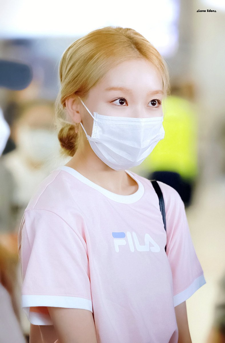 200521 god...mother? #고원 #Gowon #이달의소녀 #LOONA<br>http://pic.twitter.com/hdbKUmpSJt