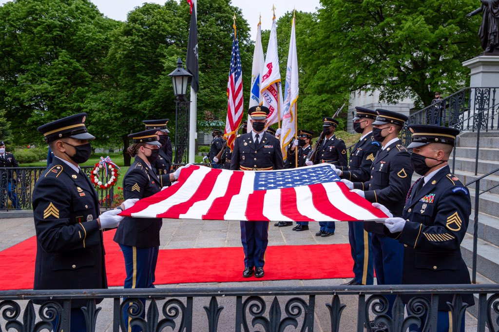 The State House #MemorialDayMA🇺🇸 ceremony looked different this year but it was still a solemn opportunity to honor fallen heroes. I joined @TheNationsFirst to lay the wreath and pay tribute to those we've lost.  Watch the ceremony later this afternoon at https://t.co/72Xfpr3mPn https://t.co/iyDhdPobSD