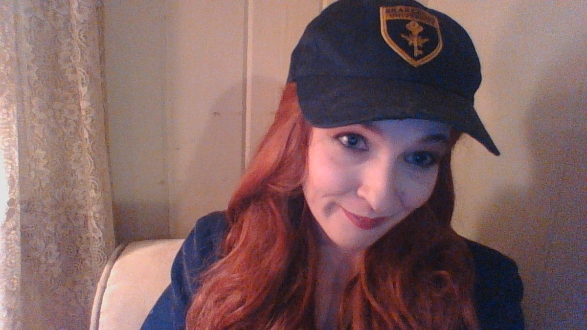 Somewhere between the ambulance the helicopter and the hospital I lost my #themagicians hat that I wore every single day. It was literally one of my favorite things. I got it at NYCC and have worn it almost everyday since and I'm just heartbroken to have lost it <br>http://pic.twitter.com/QUSIANOXYu