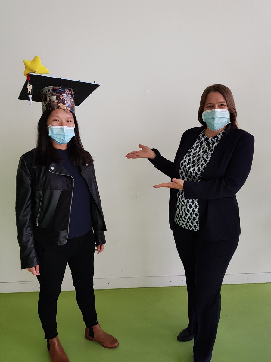 No Ph.D. without a hat, but nowadays with a mask. Congratulations to @YingY_Tian who defended her thesis today successfully at @uni_tue .